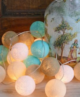 COTTON BALL LIGHTS ZESTAW 20 KUL w linii - Playa